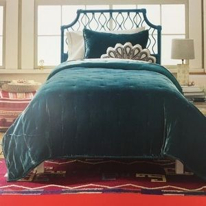 Opalhouse Tufted Velvet Stitch Quilt in Teal Color